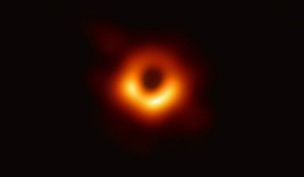 trou noir de M87